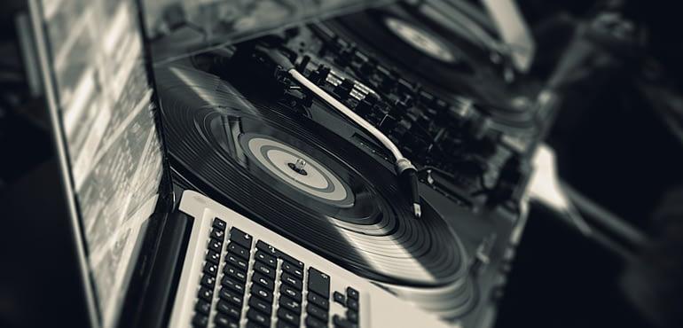 30 erotiseis pou prepei na kaneis ston DJ tou gamou sou prin ton proslaveis